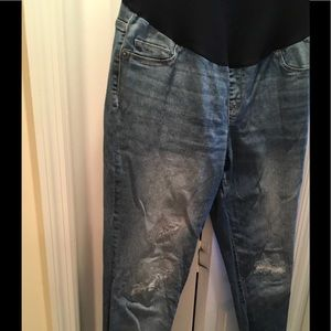 🤰🏻🤰🏻🤰🏻Distressed Maternity Jeans🤰🏻🤰🏻🤰🏻